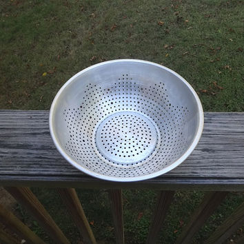 1950s Vintage Aluminum Colander or Strainer, 9 Inch Diameter, Vintage Kitchen Wares, 1950s Kitchen Wares, 1950s Kitchen Decorating