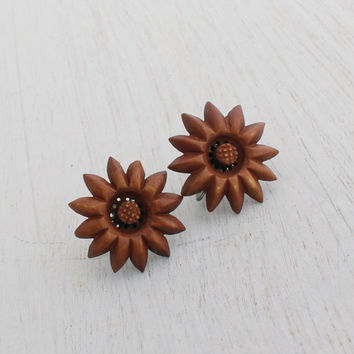 Vintage Carved Wood Clip On Earrings - Silver Tone Brown Brown Screw Back Costume Jewelry / Minimalist Wooden Flowers