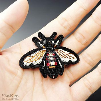 honeybee Size:4.2x5.5cm Patch Badge Embroidered Applique Sewing Iron On Badges Clothes Garment Apparel Accessories