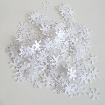 100 White snowflakes, tiny snowflakes, snowflake confetti, scrapbook embellishment,paper snowflakes, mini snowflake punch out,table confetti