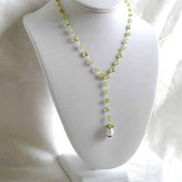18 inch Peridot & Baroque Pearl Y Necklace in Sterling Silver. Dangling pearl pendant and gemstone wire wrapped lariat style necklace.
