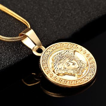 Versace The new fashion personality small necklace collarbone chain.