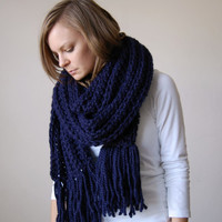 fringe chunky textured scarf shawl hood / the minnetonka / navy