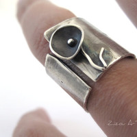 Flower slver band ring,oxidized handmade modern, Contemporary jewelery, Made to order.