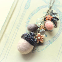 Woodland theme acorn necklace, needle felted acorns, handmade acorns and flowers necklace, peach color, whimsical jewelry, gift under 15