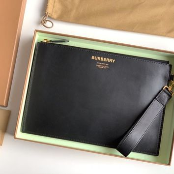 Kuyou Gb1986 Burberry 80146991 Horseferry Print Leather Zip Pouch 30cm*19.5cm