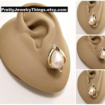 Avon White Teadrop Pearl Crystal Clip On Earrings Gold Tone Vintage Open Slotted Graduated Bands Round Two Clear Faceted Stones