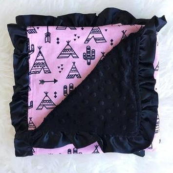 PINK TEEPEE WITH BLACK INFANT MINKY BLANKET