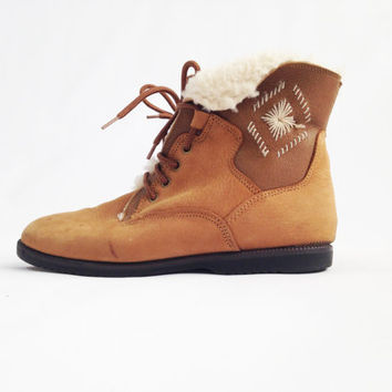 Vintage BASS Aztec Ankle Boots -  Embroidered Lace Up Tan Suede Shearling Fleece Fold Over Booties - Womens Size 8 M