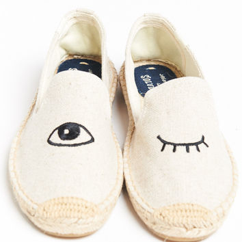 Soludos ~ Wink Embroidered Smoking Slipper ~ Sand