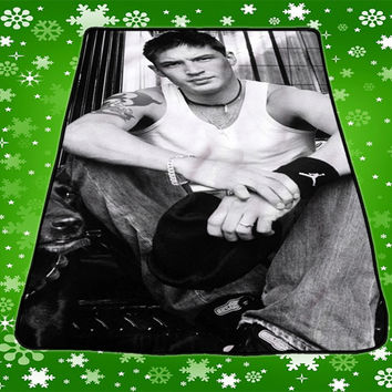 Tom Hardy Handsome Sexy Pose Blankets Quilts Throws Covers Gift Kids Fleece