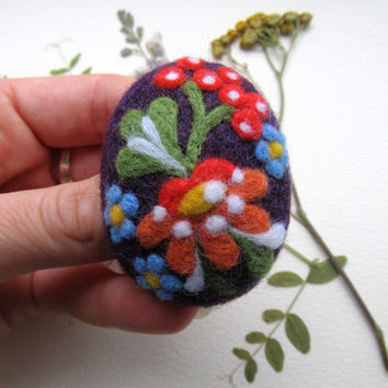 Needle felted brooch Oval handmade  flowers brooch Felted Brooch  Handmade felted jewelry
