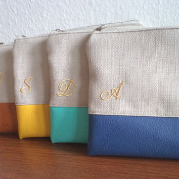 4 Personalized Bridesmaids Clutches / Bridesmaid Gift / Embroidered Wedding Clutches