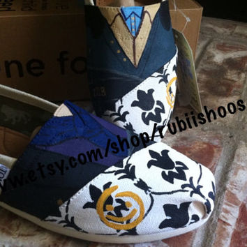 Recreation Of Sherlock Holmes and John Watson door and Wallpaper desing on toms apple on heel