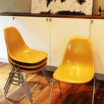 Bon Set O 4 Original Eames Fiberglass Chairs   Yellow