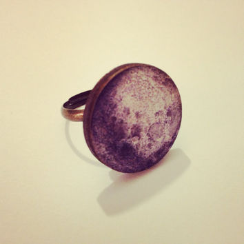 Grey Full Moon Ring  by RabbitJewellery on Etsy