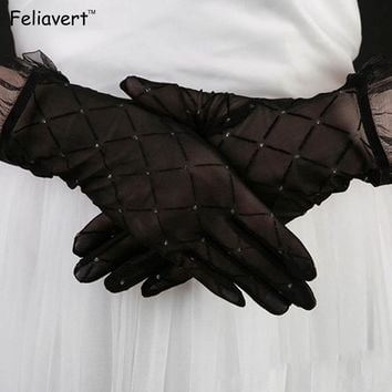 2017 NEW Arrival Gloves Fashion Women Vintage Sexy Lace Anti-Uv Sunscreen Gloves Driving Glove Elegant Bride Accessories