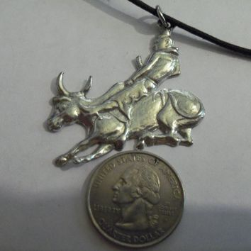 bling pewter rodeo bull wild animal farm ranch cow gothic celtic druid pagan western cowboy rider zoo circus jungle pendant charm leather 30 inch cord necklace jewelry hip hop
