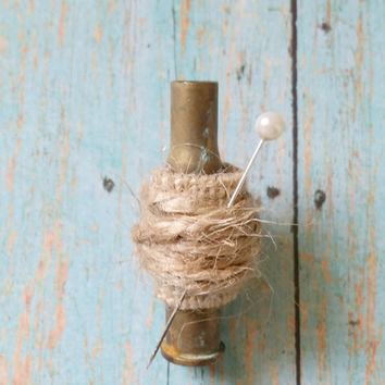 Bullet Boutonniere / Burlap Boutonniere / Country Chic Wedding / Rustic Boutonniere / Hunting Wedding / Upcycled Bullet / Rustic Wedding