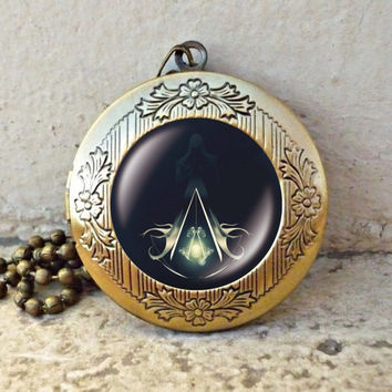 Assassins creed desmond altair ezio vintage pendant locket necklace - ready for gifting