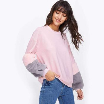 SWEATSHIRT WITH FAUX FÜR SLEEVES