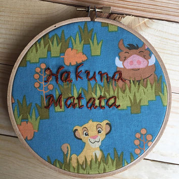 Disney The Lion King hakuna matata hand embroidery, embroidery hoop, embroidery art, disney cross stitch, disney quote, disney nursery