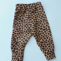 Baby girls leopard print leggings, baby girl pants, cheetah print, newborn leggings, baby leg warmers