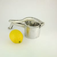 Vintage Citrus Juicer Metal Juicer Fruit Juicer Aluminum Juicer Lemon Lime Strainer Hand Citrus Juicer