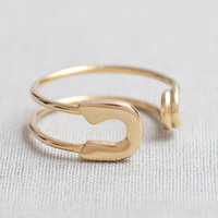 Safety Pin Ring in gold