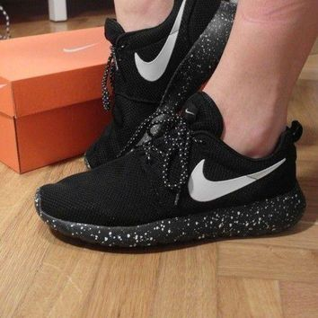 LOMFN Nike Roshe Run galaxy black