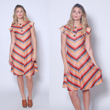 Vintage 70s CHEVRON Stripe Dress PRINTED Day Dress Striped Mini Dress