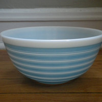 Vintage 1960s Pyrex Mixing Bowl by PickledFurniture on Etsy