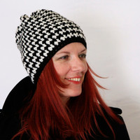 Houndstooth beanie hat in black and white, Aktis, crochet winter fashion vegan friendly