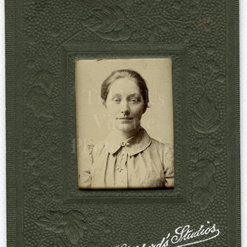 CDV Miniature Type Photo Edwardian Pretty Woman Portrait - Alfred Shepherd Southend-on-Sea, Essex - Carte de Visite Antique Photograph