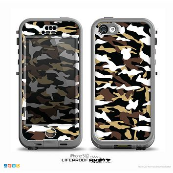 The Green-Tan & White Traditional Camouflage Skin for the iPhone 5c nüüd LifeProof Case