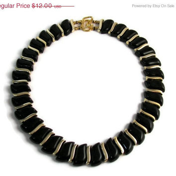 10% off Sale Vintage Black and Gold Plastic Link Choker Necklace Spring Wear