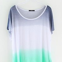The rainbow gradient loose irregular collar short sleeve T from Fanewant