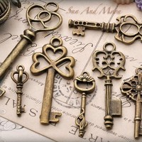 Vintage Style Key Set - 7 Unique Skeleton Keys in Antique Finish Pendants and Charms
