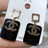 Chanel X DIOR sells rose gold earrings with earrings and earrings