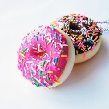 Scented Sprinkled Strawberry Donut Necklace ( Large )  R1D4