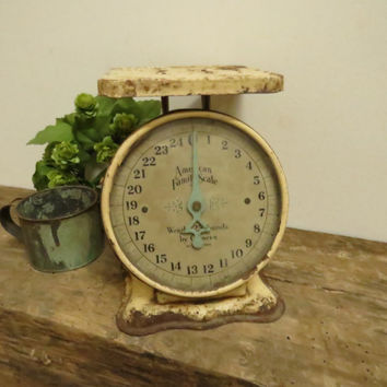 Vintage American Family Scale Antique Primitive Kitchen Scale Cream Yellow Turquoise Needle Original Glass Shabby Cottage Farmhouse Chic