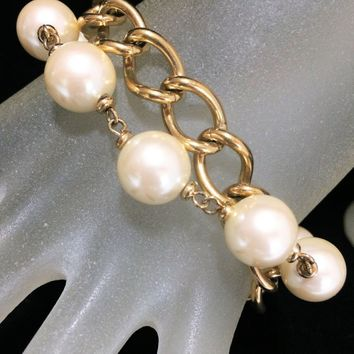Richelieu Faux Pearl Bracelet, Chunky Gold Tone Chain, Multi Strand, 8.5in Long, Shell Fold Over Clasp, Mid Century Jewelry 818m