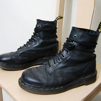 90s Vintage Dr. MARTENS Boots Black Matte Leather Docs 8 Hole Lace-up Classic Grunge Shoes - Made in England - 1990s vtg UK 5 / AU 7
