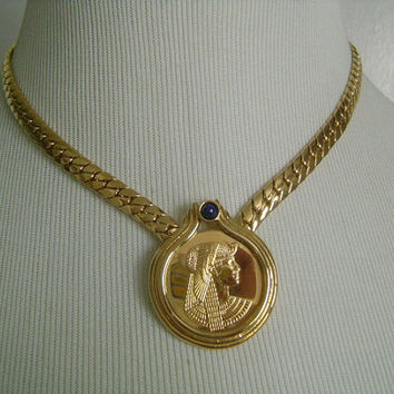1987 Franklin Mint Egyptian Queen Cleopatra 22K Gold Plated Link Chain W/Blue Lapis Lazuli Medallion Coin Center Pendant/Necklace 51.9 Grams