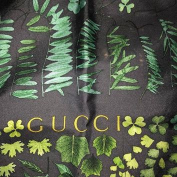 VONEIR6 Gucci Silk Scarf vintage patterned large square