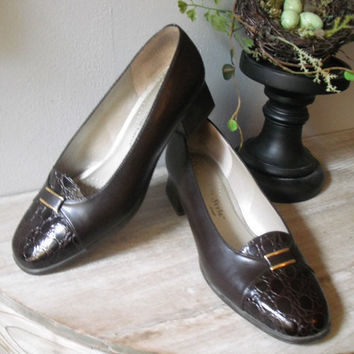 vintage chocolate brown leather Pumps Soft Style Hush Puppies Size 8 W