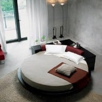 Plato Round Bed: Home & Kitchen