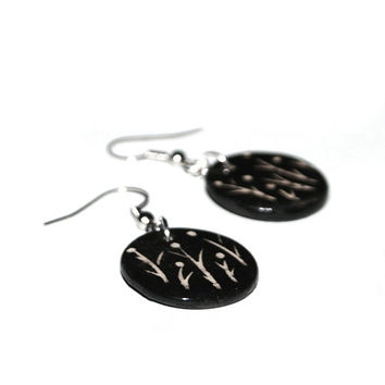 Design Ceramic jewelry, floral earrings, minimalist jewelry - tiny flower, black and white, gift for her, elegant, modern