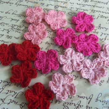 Set of 20 Red and Pink Mini Crochet Flowers