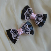 Mini hair bow - pastel pink and black - pastel gothic lolita harajuku pastelgoth goth kitten play princess fashion kawaii costume prop